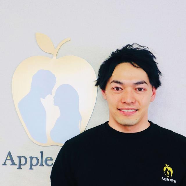 村岡トレーナーの顔写真